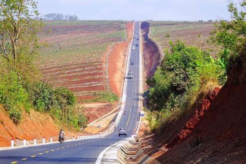 Hình ảnh đường dốc dựng đứng ở Việt Nam khiến dân mạng chú ý