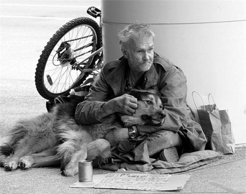 Bật khóc trước những giây phút cảm động của loài vật không bao giờ chê chủ nghèo khó - 5