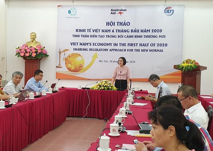 TS.Trần Thị Hồng Minh – Viện trưởng Viện nghiên cứu quản lý Trung ương (CIEM) phát biểu khai mạc hội thảo
