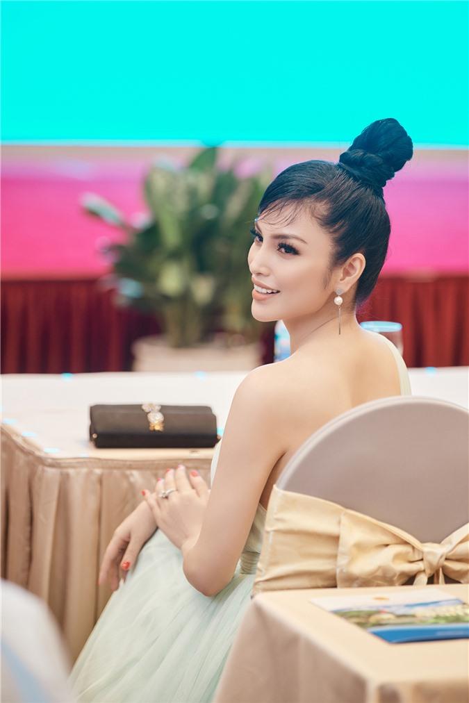 Kim Huyền Sâm khoe vóc dáng mảnh mai, nuột nà - Ảnh 5.