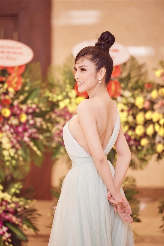 Kim Huyền Sâm khoe vóc dáng mảnh mai, nuột nà - Ảnh 6.