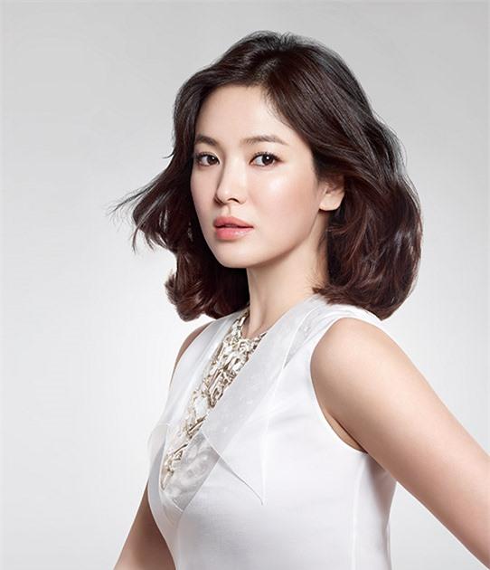 Quản lý 'giết' thần tượng: Song Hye Kyo bị dọa tạt axit, BLACKPINK Lisa mất trắng 19 tỷ đồng - Ảnh 2