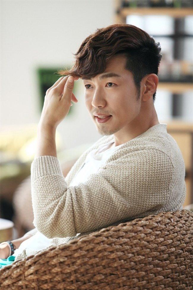Quản lý 'giết' thần tượng: Song Hye Kyo bị dọa tạt axit, BLACKPINK Lisa mất trắng 19 tỷ đồng - Ảnh 4