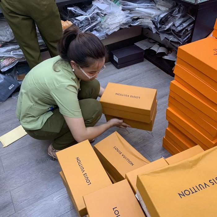 Đoàn kiểm tra đã tạm giữ 400 sản phẩm tại Cửa hàng Lâm Túi