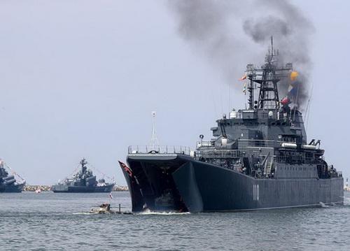 Các tàu chiến Nga đã áp sát bờ biển Latvia. Ảnh: TASS.