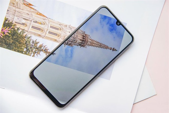 Loat smartphone pin lon anh 2