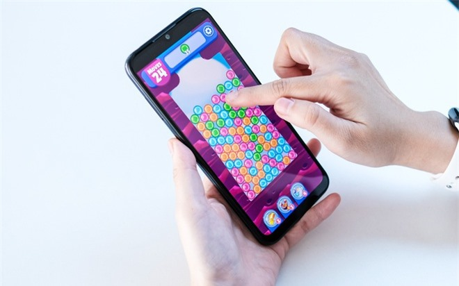 Loat smartphone pin lon anh 8