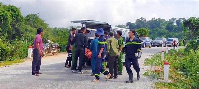 Ảnh: Hiện trường kinh hoàng vụ xe khách lao xuống vực tại Kon Tum - Ảnh 2.