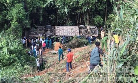 Ảnh: Hiện trường kinh hoàng vụ xe khách lao xuống vực tại Kon Tum - Ảnh 5.