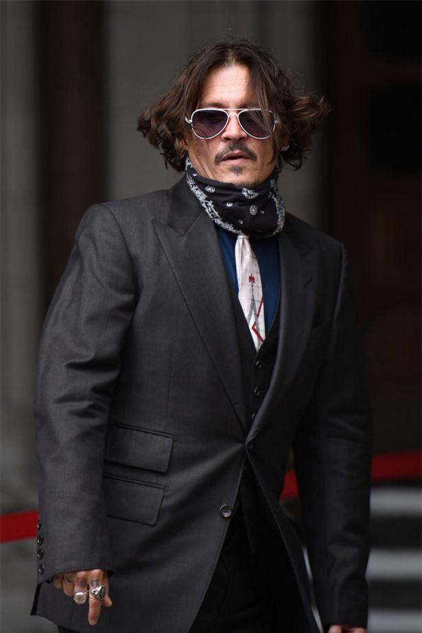 Johnny Depp phủ nhận cáo buộc bạo hành vợ cũ 14 lần - Ảnh 1.