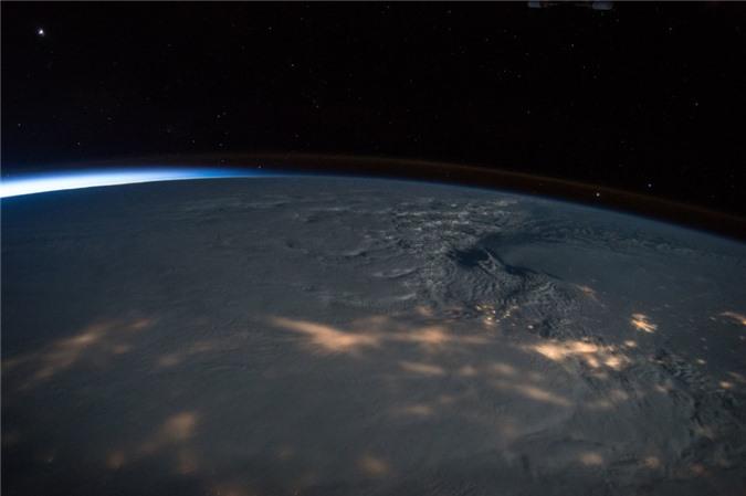 Vẻ đẹp bất tận của Trái Đất trong bộ ảnh được chụp từ vũ trụ - 12
