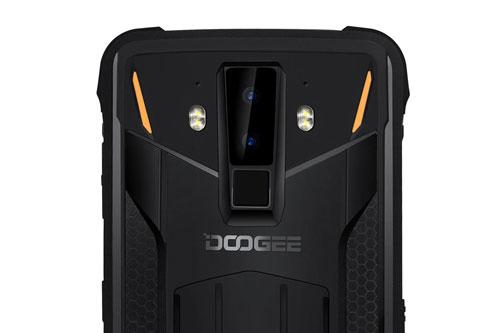 Doogee S90C có hai camera sau độ phân giải 16 MP, khẩu độ f/2.0 và cảm biến phụ 8 MP. Máy có thể chụp ảnh, quay video dưới nước, trang bị 4 đèn flash LED, khả năng ghi hình Full HD.