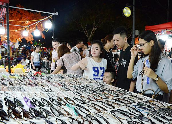 Chợ đêm Sơn Trà (Đà Nẵng) vẫn còn nhiều hạn chế