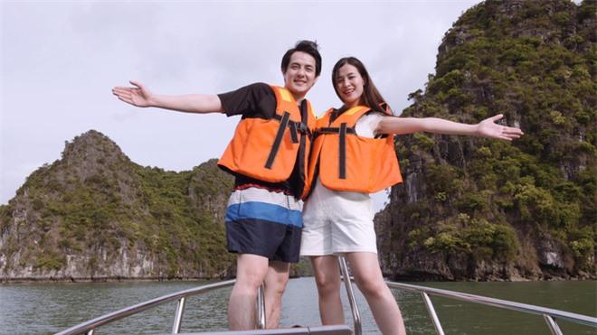 Vợ chồng Đông Nhi đang tận hưởng chuyến đi du lịch nghỉ dưỡng bên gia đình. Trong suốt giai đoạn mang thai, Ông Cao Thắng luôn cận kề chăm sóc bà xã cẩn thận từng chút.
