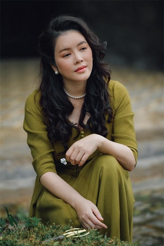 Vai diễn tiểu thư khuê cát trong MV được giao cho Lý Nhã Kỳ. Đây là vai diễn được Mr Đàm dành riêng cho người đẹp từ khi lên kịch bản MV.