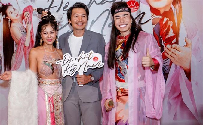 Diễn viên Quang Tuấn bảnh bao, lịch lãm trong trang phục vest.