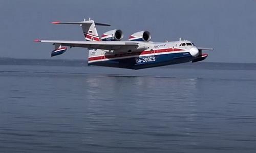 Thủy phi cơ lưỡng cư Be-200ES. Ảnh: RIA Novosti.