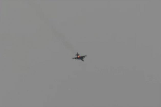Su-25 của Nga sống sót sau khi bị hai tên lửa phòng không bắn trúng