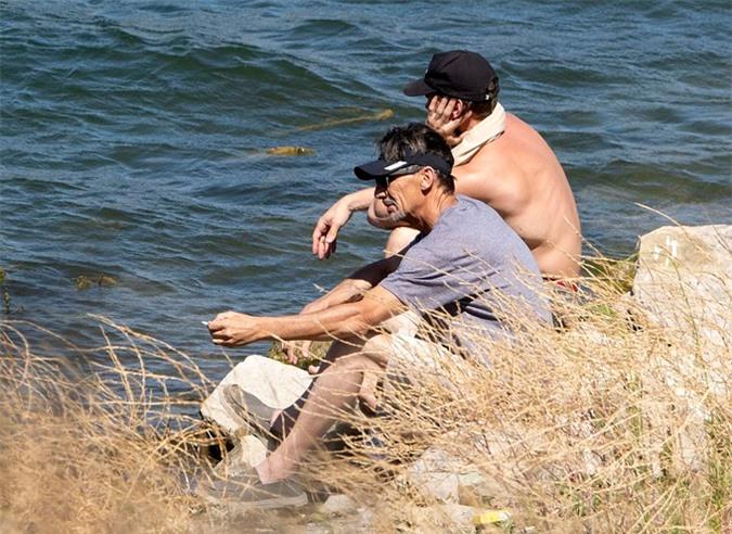 Bố của Naya Rivera ngồi trầm tư bên con rể cũ.