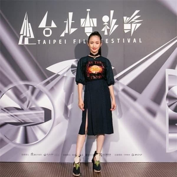 'Công chúa thần tượng' Lâm Y Thần tuyên bố rời làng giải trí vì áp lực mang thai 3