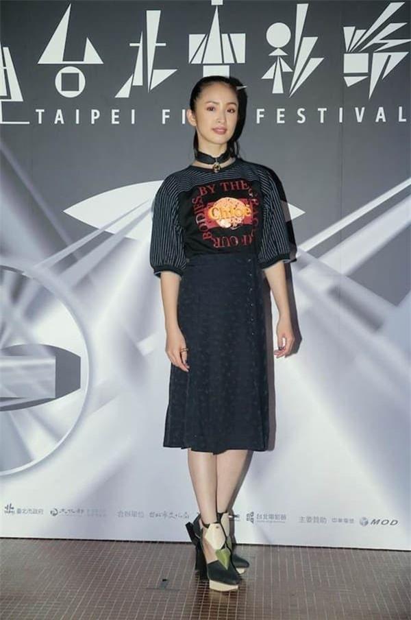 'Công chúa thần tượng' Lâm Y Thần tuyên bố rời làng giải trí vì áp lực mang thai 4