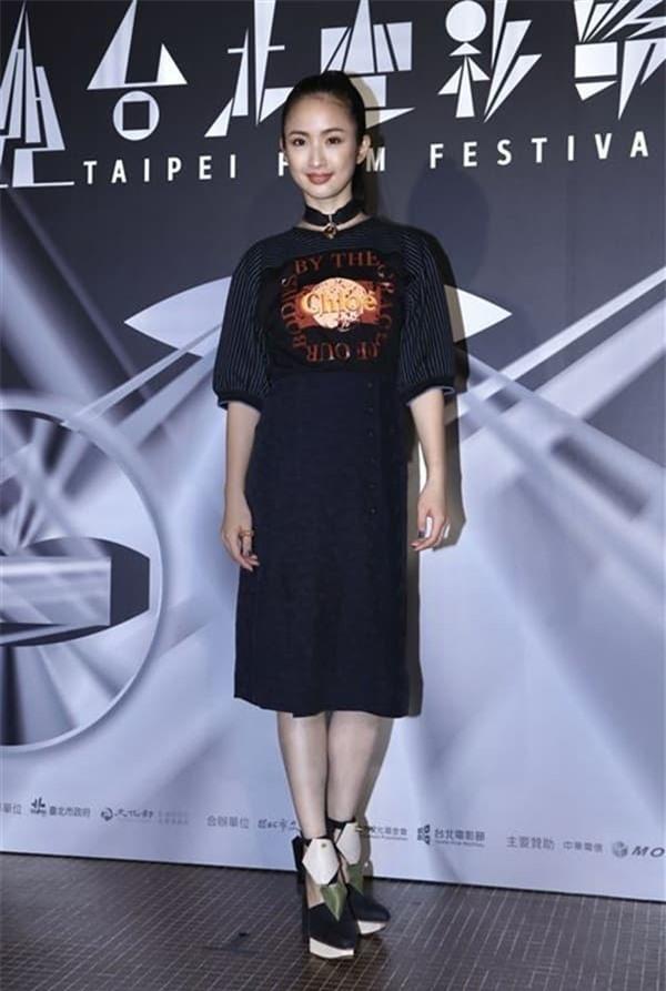 'Công chúa thần tượng' Lâm Y Thần tuyên bố rời làng giải trí vì áp lực mang thai 5
