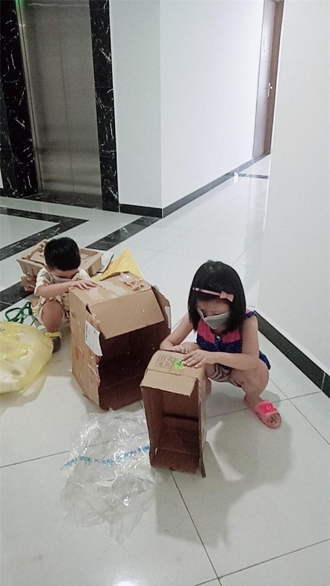 Dù kinh tế khá giả nhưng vẫn để con đi nhặt rác kiếm tiền đi học, người mẹ này lại được cộng đồng mạng ủng hộ vô cùng vì một lý do đặc biệt - Ảnh 2.