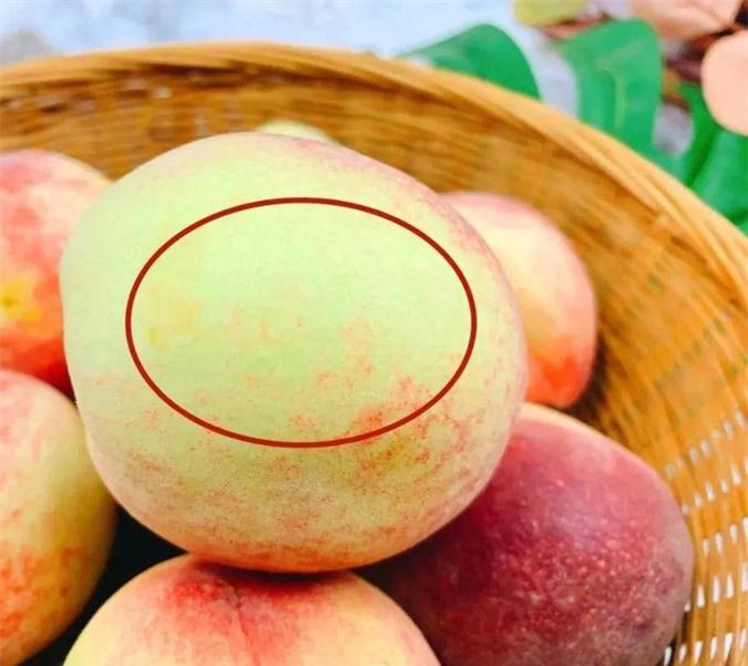 Giờ mới biết, mua đào cũng phải phân biệt quả đực hay cái, nhiều người mua nhầm nên bị chua - Ảnh 3.