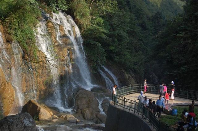 Thác Cát Cát hay còn có tên là thác Tiên sa của bản người dân tộc Mông ở Cát Cát là điểm đến hấp dẫn nhiều du khách khi du lịch Sa Pa.