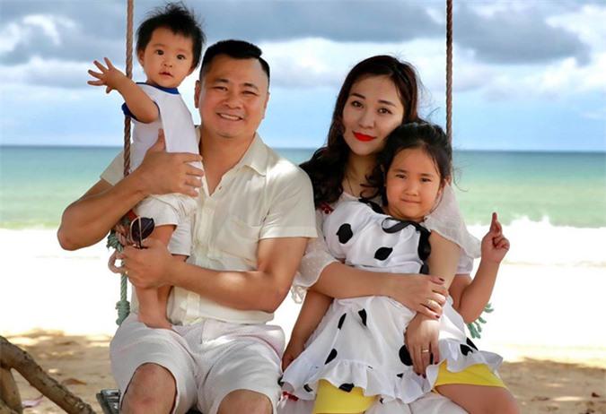Năm 2015 Tự Long bất ngờ tái hôn. Người vợ thứ hai của anh tên Minh Nguyệt là giảng viên Đại học Văn hóa Nghệ thuật Quân đội. Sau 5 năm chung sống vợ chồng Tự Long có cô con gái.