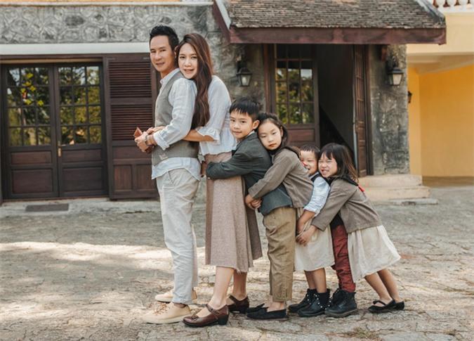 Gia đình hạnh phúc của Lý Hải được nhiều người yêu mến, ngưỡng mộ.