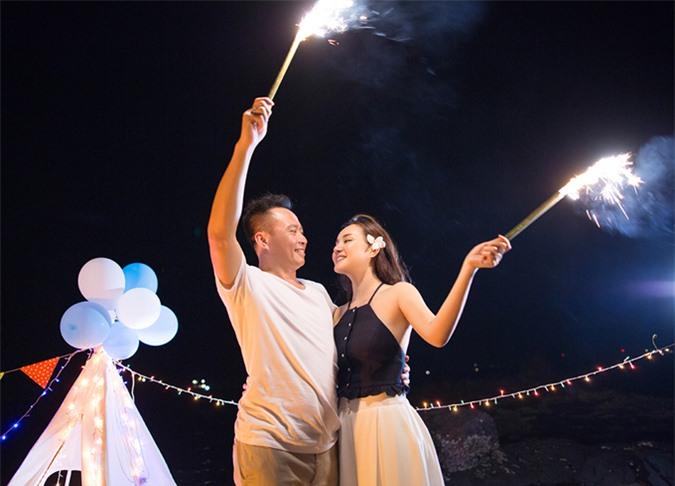 Chồng đại gia hơn Vy Oanh 15 tuổi. Hôn nhân của nữ ca sĩ rất êm ấm, hạnh phúc.