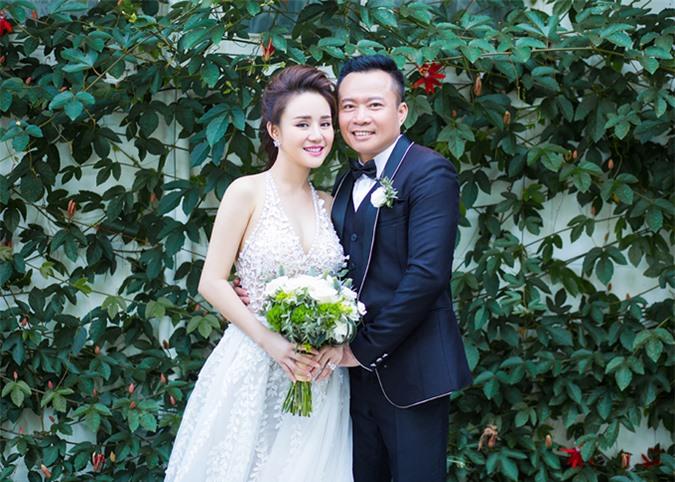 Vy Oanh mãn nguyện vì lấy được người đàn ông giỏi giang, hết lòng yêu thương vợ con.