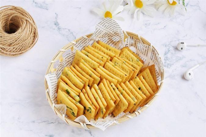4 bước đơn giản làm bánh quy cracker giòn xốp hấp dẫn để dành ăn dần - Ảnh 5.