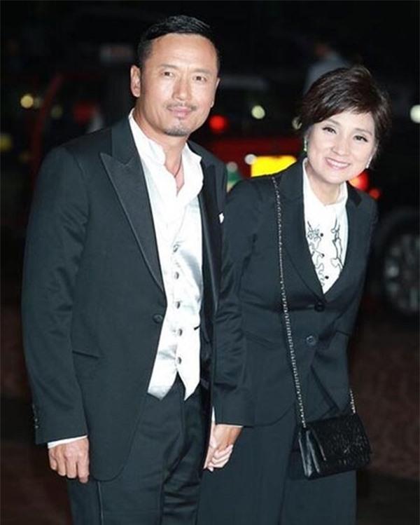 5 cặp đôi 'thiên trường địa cửu' của TVB - Ảnh 10