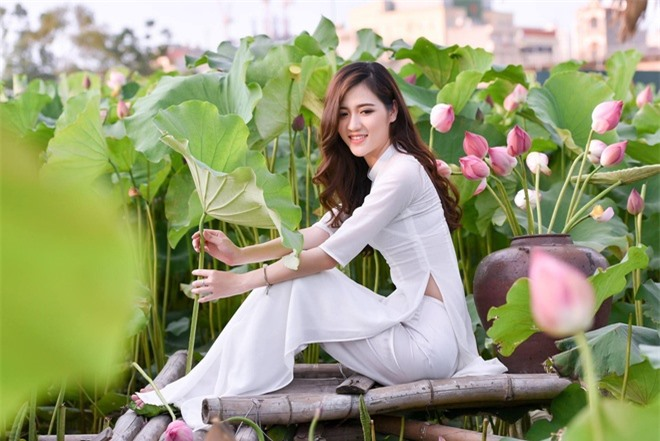 co giao hot girl duoc hoc sinh yeu quy anh 1