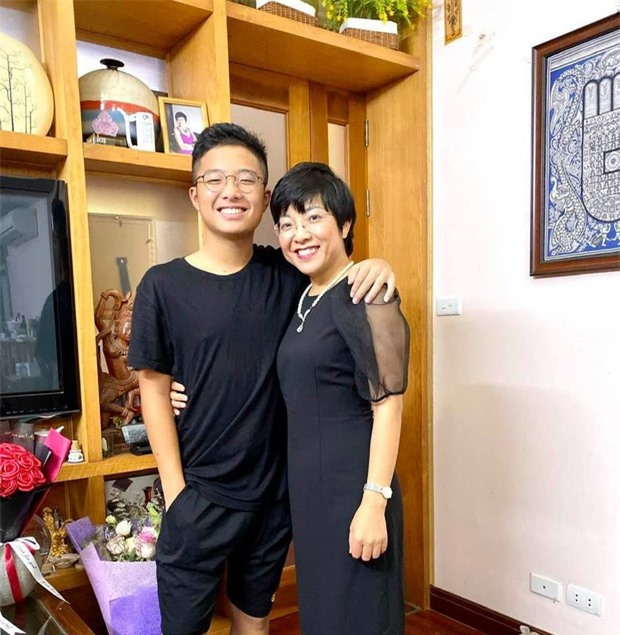 con trai nghe si Viet anh 1