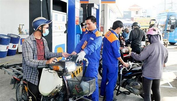 Đề xuất mở cửa cho doanh nghiệp ngoại tham gia bán lẻ xăng dầu - Ảnh 1.