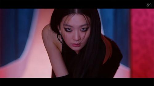 Irene và Seulgi Red Velvet ra mắt MV vừa kinh dị ám ảnh vừa đậm mùi bách hợp - Ảnh 3