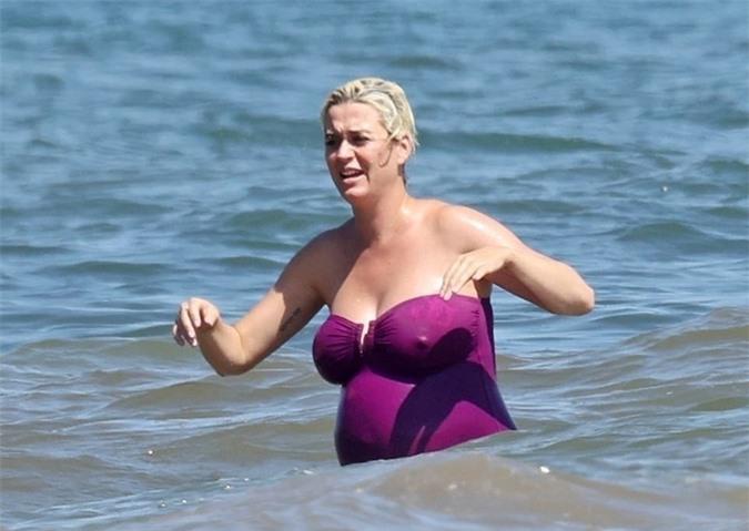 Katy sẽ sinh con đầu lòng trong tháng này. Cô và Orlando đều háo hức vì sắp có một bé gái.