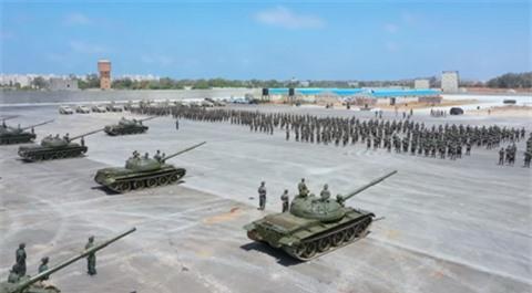 LNA bat ngo cong khai lo xe tang T-62M hoan toan moi