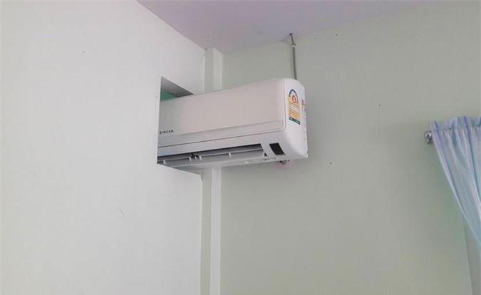 Một điều hòa dùng chung cho hai phòng để... tiết kiệm điện.