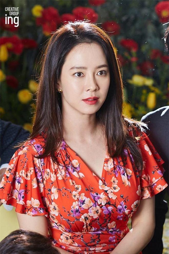 Song Ji Hyo đốn tim netizen bởi nhan sắc rạng rỡ trong bộ ảnh mới - Ảnh 3