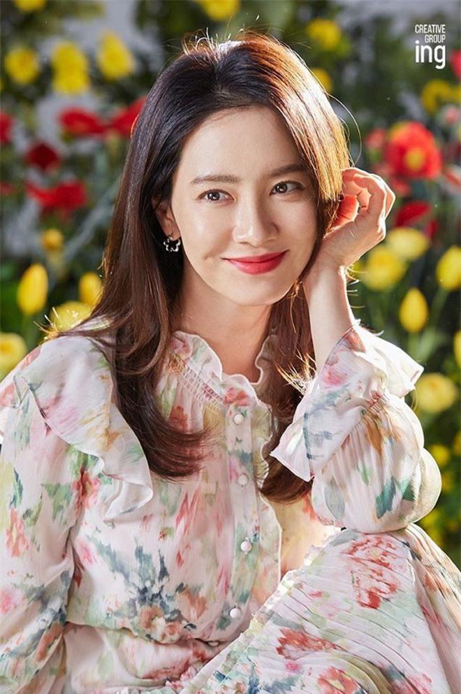 Song Ji Hyo đốn tim netizen bởi nhan sắc rạng rỡ trong bộ ảnh mới - Ảnh 4