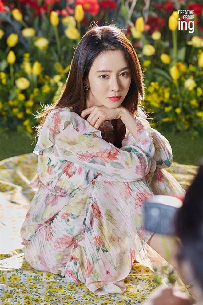 Song Ji Hyo đốn tim netizen bởi nhan sắc rạng rỡ trong bộ ảnh mới - Ảnh 7
