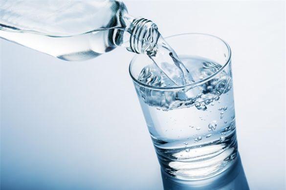 Chỉ uống nước khi khát ảnh hưởng sức khỏe