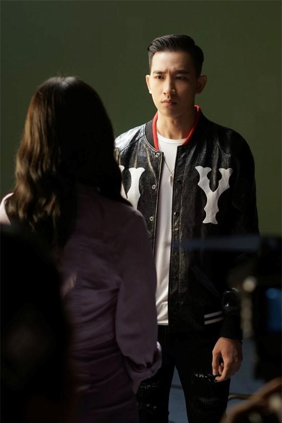 Võ Cảnh vào vai một nghệ sĩ trẻ, đối diện nhiều biến cố từ gia đình.