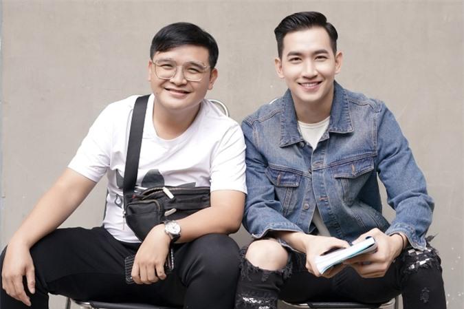 Võ Cảnh bên đạo diễn Võ Thanh Hòa.