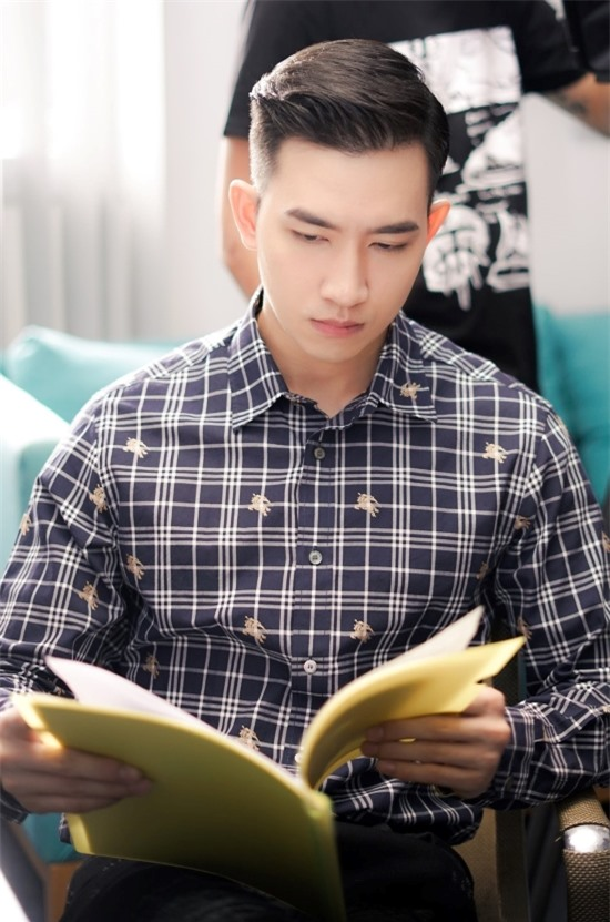 Võ Cảnh từng giành Giải đồng Siêu mẫu Việt Nam 2014.  Năm 2016. anh ra mắt với vai trò diễn viên trong bộ phim điện ảnh Sứ mệnh trái tim, đóng cặp cùng Angela Phương Trinh.