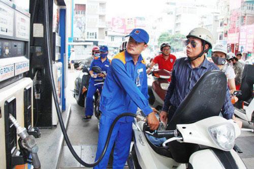Bộ Công Thương đề xuất cho doanh nghiệp ngoại tham gia bán lẻ xăng dầu. Ảnh minh họa.